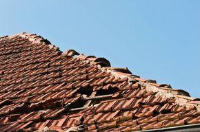 Prix pour refaire une toiture   Refaire toiture, Film sous toiture et Toiture