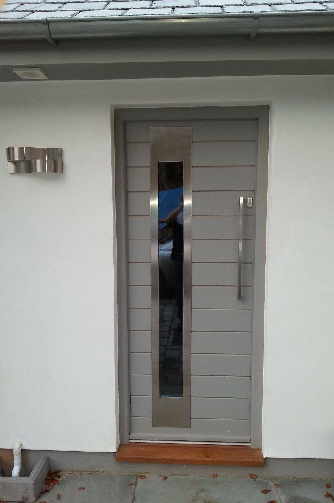 Pin By Michele Ross On Interesting Doors Front Door Handles Front Door Contemporary Doors