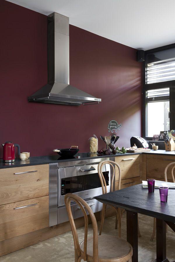 Un rouge profond associ du bois et des tonalit s de Cuisine de caractere