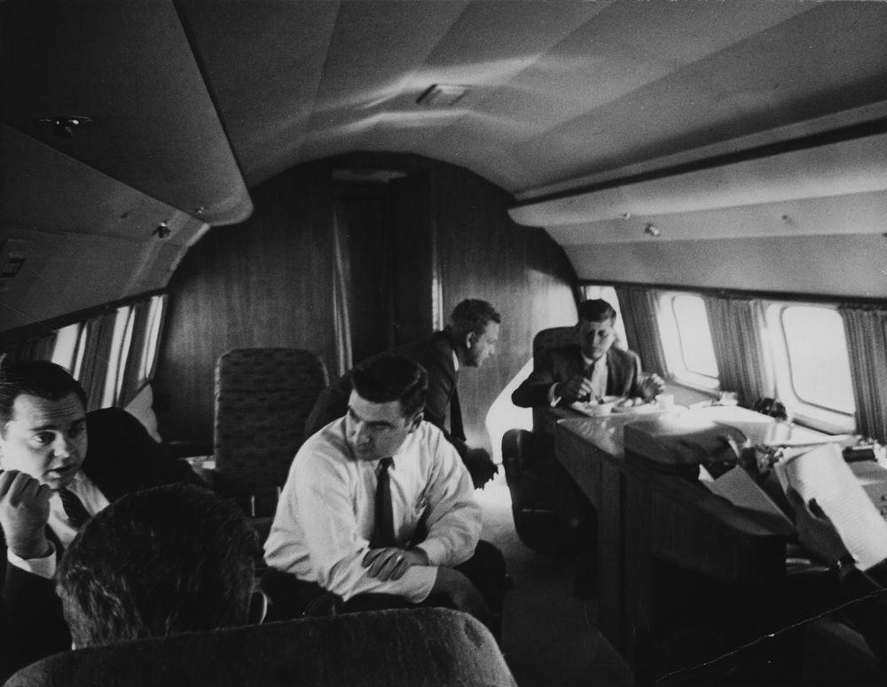 JFKCAMP1960-PH-099. Pierre Salinger et Jfk.