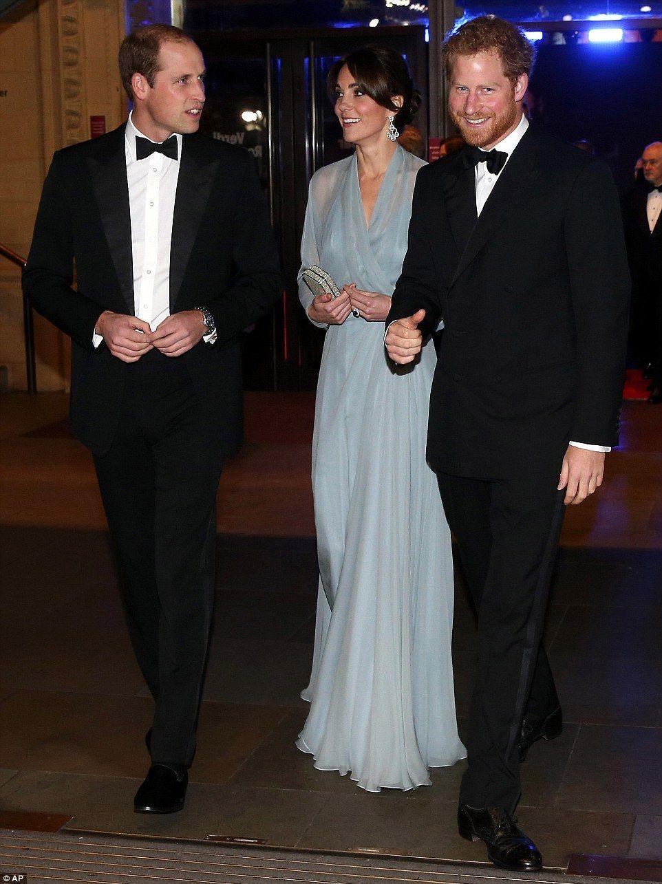 Duchess of Cambridge goes braless at Spectre world premiere | Black ...