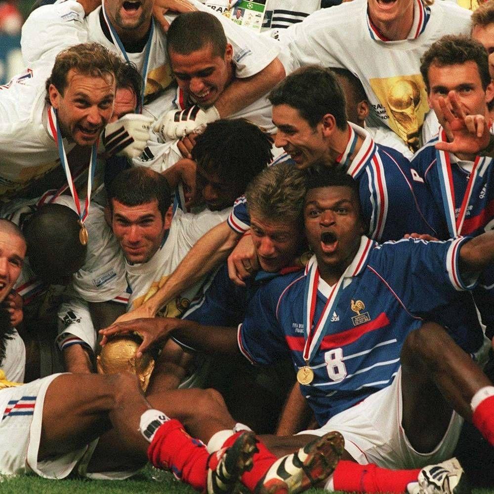 Une victoire historique Coupe du monde, Joueurs de foot