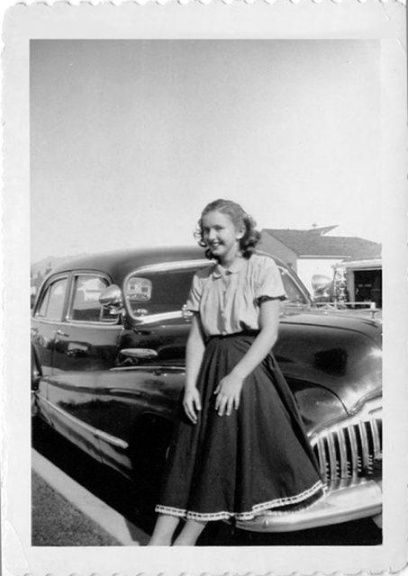 Vintage Fashion - 1950s Teenage Girls with their Doo Wop Dresses