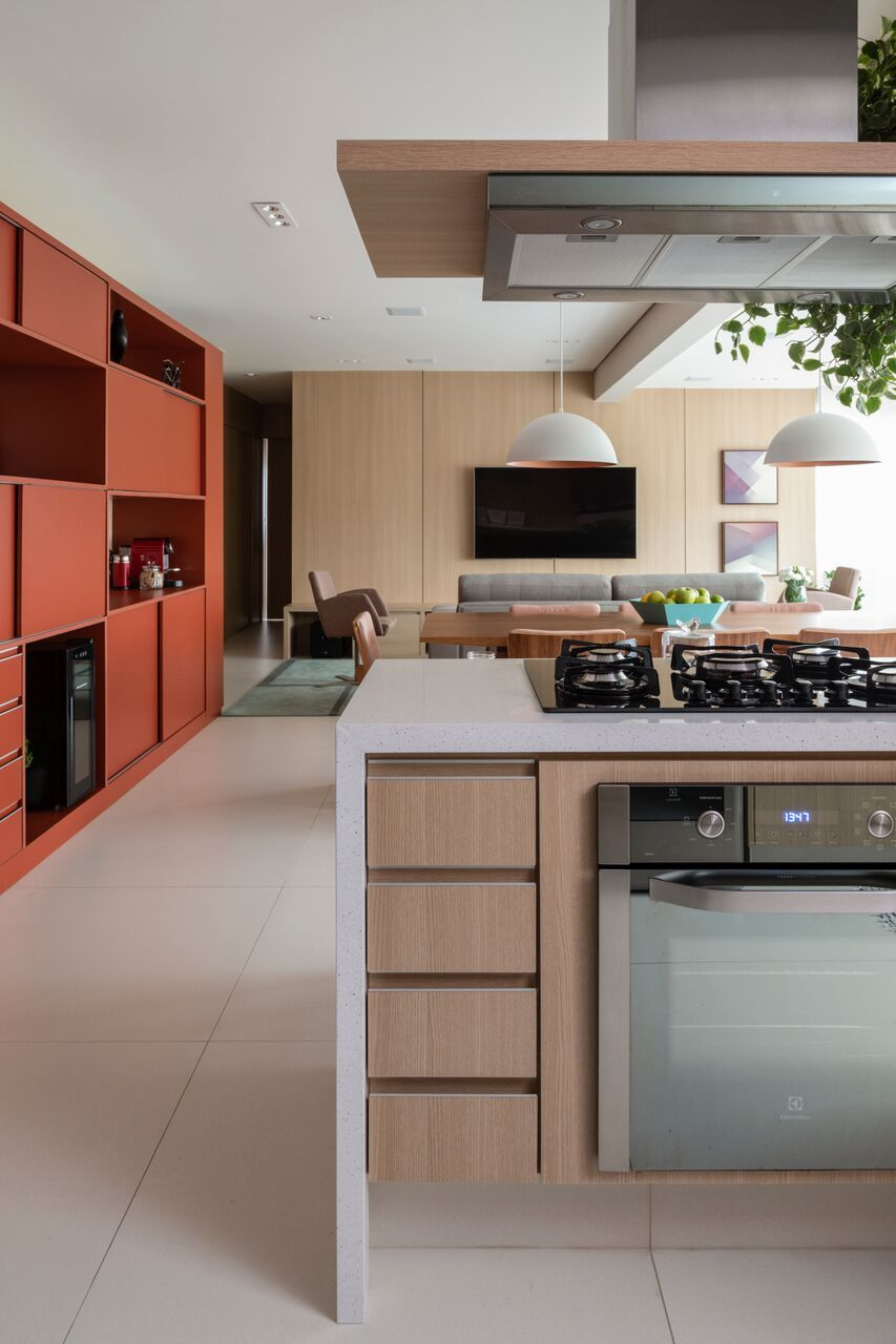 Cozinha Integrada Com Sala De Jantar E Tv Bancada De Pedra Branca