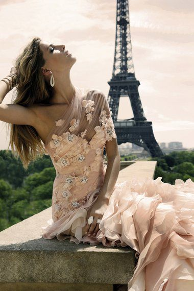 Elegance, Parisian style.  Teresa, this looks like you! ♥
