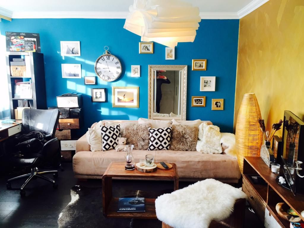 Wohnzimmer in Blau und Gelb. #Wohnzimmer #livingroom #Einrichtung ...