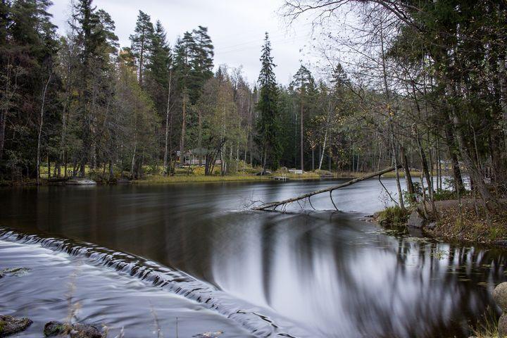 http://starbox.fi/niittykukkia/mihin-kaikkeen-valo-taipuu  long exposure photography