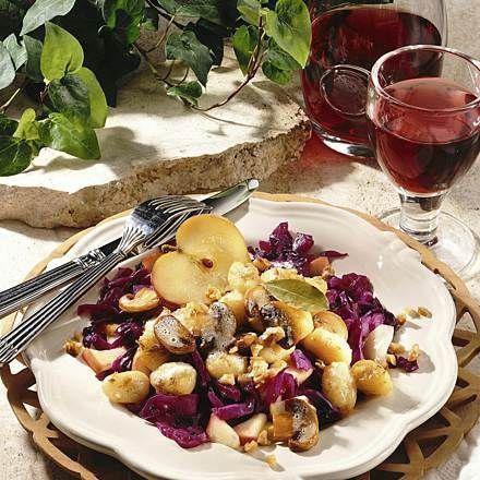 Gnocchi mit Pilz-Walnussbutter und Apfel-Rotkohl Rezept | LECKER