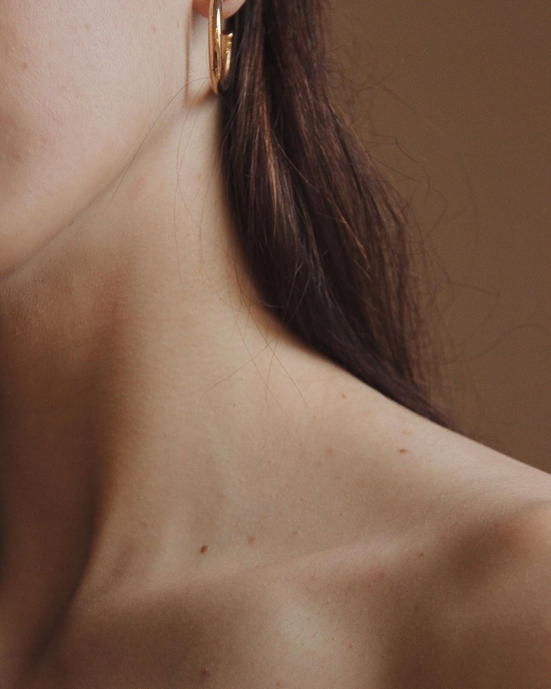 Aesthetics of the female body . . . . .