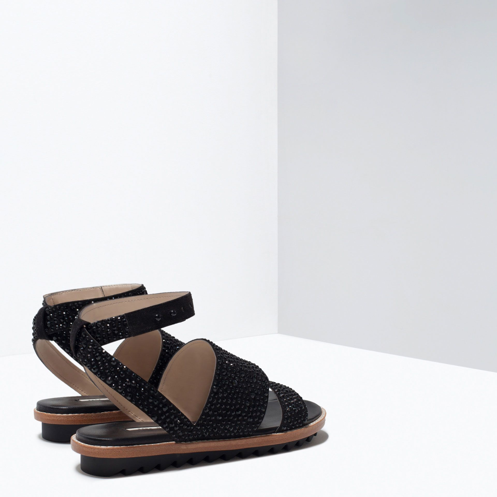 ZARA - WOMAN - FLAT SANDALS WITH SHINY DETAILS