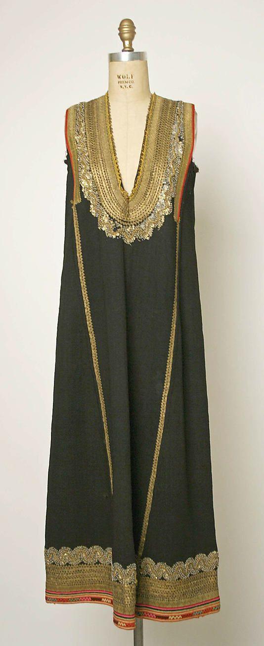 1800–1939 Bulgarian, Dress Embroidery With Sequins. ou 1800-1939 Búlgaro, Vestido Bordado com Lantejoulas.