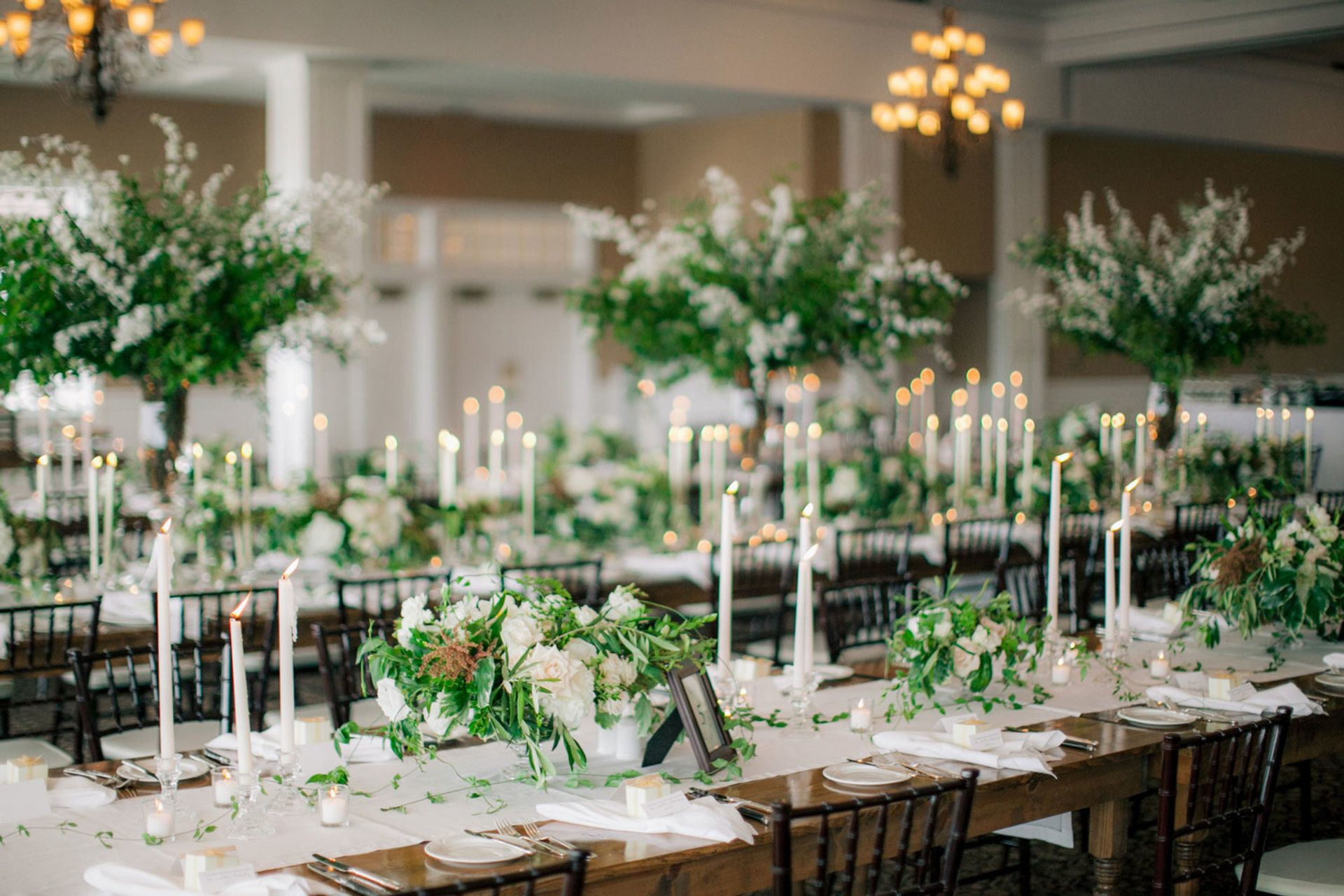 La Tavola Fine Linen Rental: Hemstitch White Table Runner and Napkins | Photography: Clane Gessel Photography, Event Planning: A Touch of Whimsy Events, Florals: BLOOM Floral Design