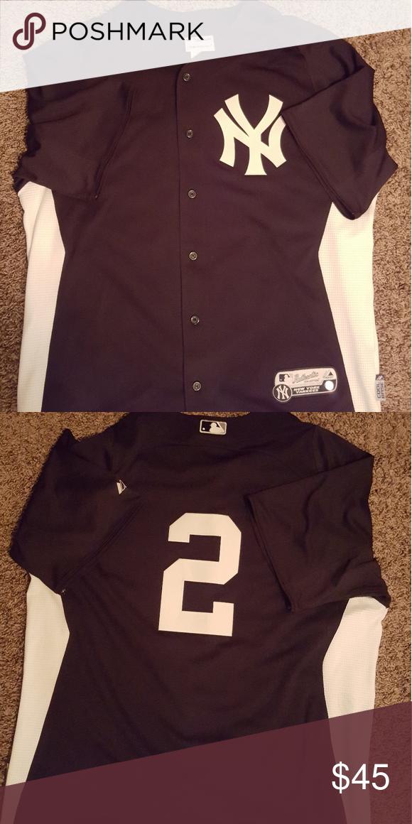 Derek Jeter batting jersey Dark Blue and White Derek Jeter batting practice  button up shirt. 10 10 condition Majestic Shirts Tees - Short Sleeve c56742514a0