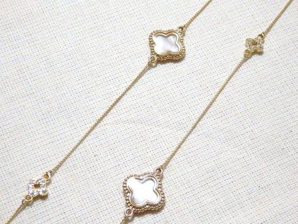 マザーオブパールのフラワモチーフ3個とクリスタルのフラワーモチーフ3個を合わせたロングネックレスです►►マザーオブパールとは…子宝や繁栄を象徴し...|ハンドメイド、手作り、手仕事品の通販・販売・購入ならCreema。