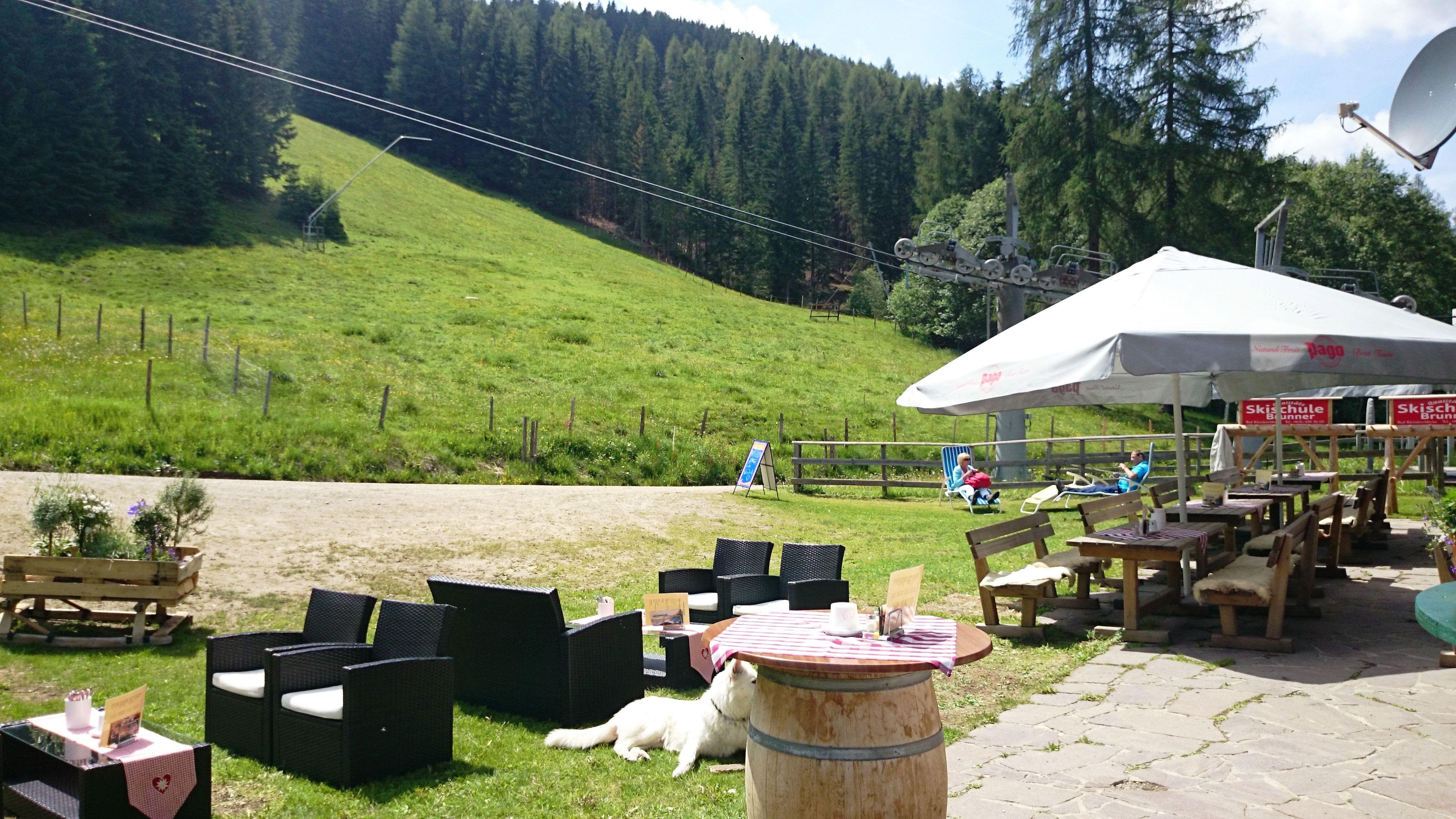 Sommer auf über 1300 Meter - genießen Sie die Bergluft auf der Sonnenterrasse der Strohsackhütte :) Wir freuen uns auf Sie....www.almrausch.co.at
