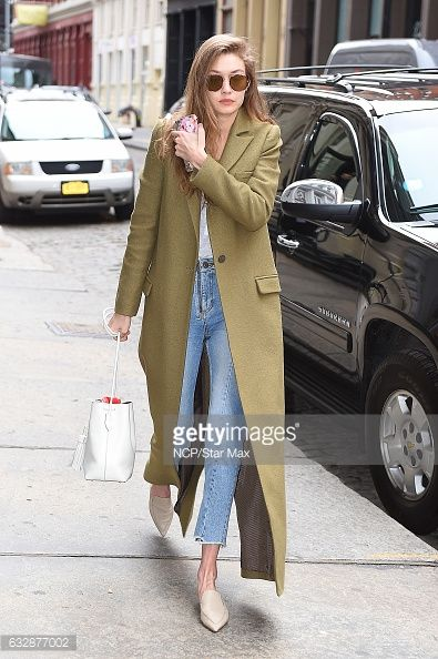 Photo d'actualité : Model Gigi Hadid is seen on January 27, 2017 in...