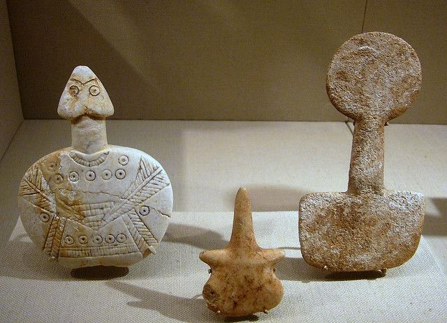 Fiddle-shaped idol: schematic female  Limestone Aegean region - Southwestern Anatolia  Early Bronze I, early 3rd millennium B.C.