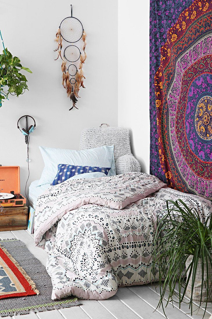 Snooze Bedroom Furniture Plum Bow Mia Medallion Comforter Snooze Set Urban Outfitters