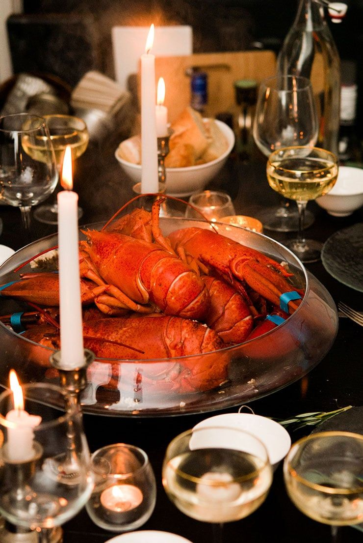 Here's how to throw an extra fancy lobster party in a ...