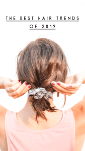 Best hair trends of the summer l scrunchies l best hair accessories for 2019  l  short hair scrunchie style  l  hair scarves l gingham scrunchie l knotted headband style l hair scarf ideas #hairscrunchie