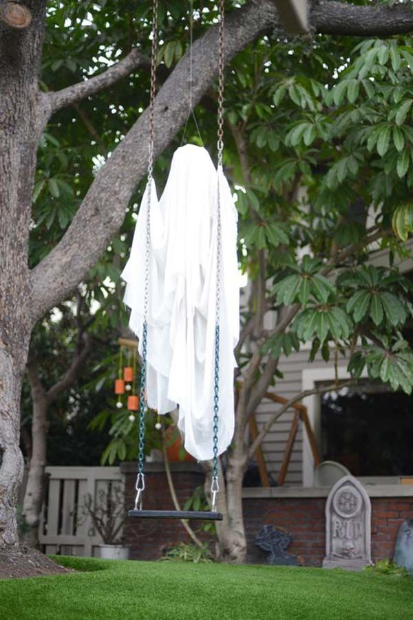 Top 21 Creepy Ideas to Decorate Outdoor Trees for Halloween Scary - ways to decorate for halloween