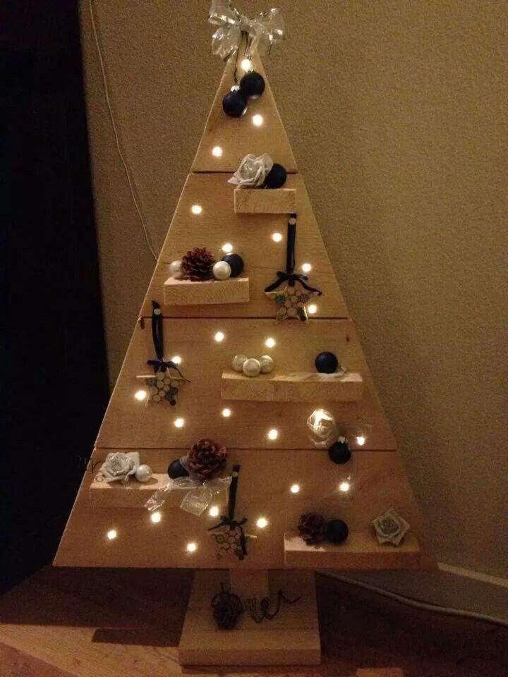 Houten kerstboom met lichtjes kerstboom van hout en for Houten tuinkast intratuin
