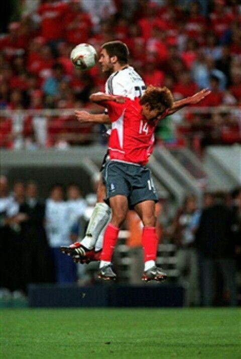 South Korea 0 Germany 1 In 2002 In Seoul Torsten Frings Beats Lee Chun Soo In The Air In The World Cup Semi Final