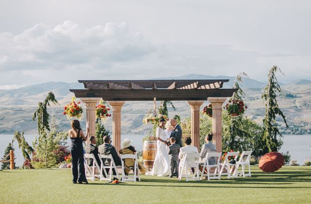 A Winery Wedding At Tsillan Cellars On Washington State S Lake Chelan