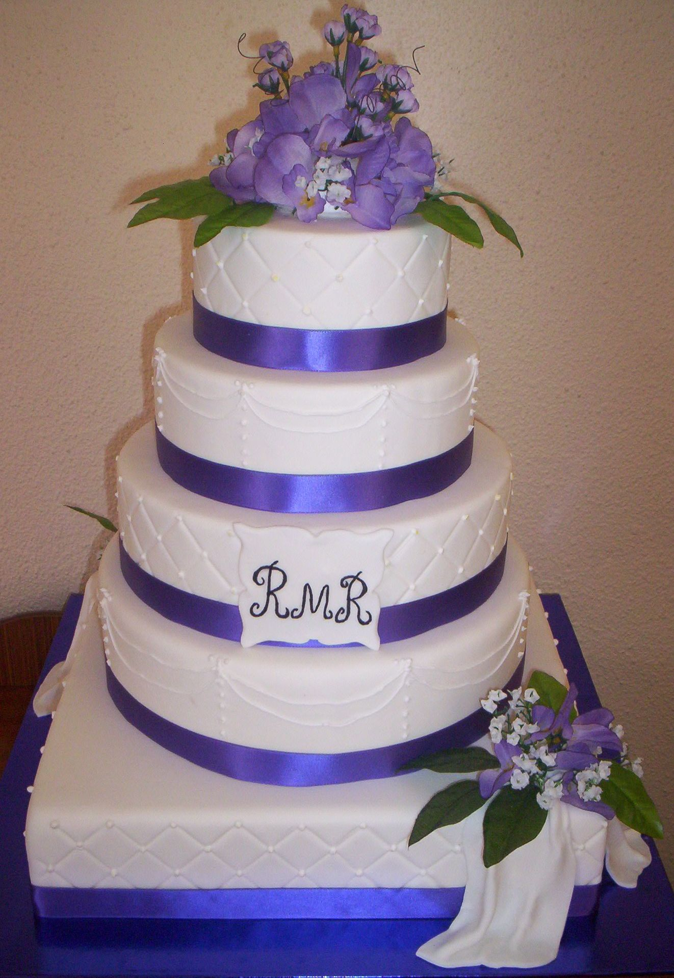 DUMMY WEDDING CAKE - This was a photo of a cake that I was ...
