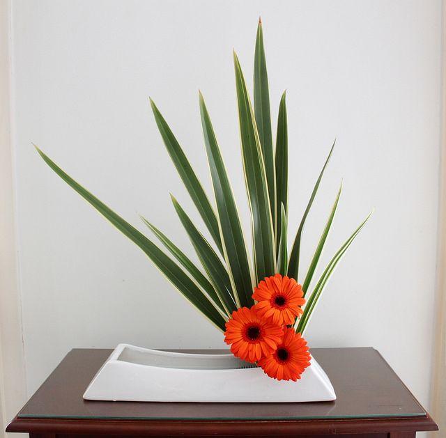 moribana by ligia ikebana via flickr dise os floraled pinterest gestecke blumen und. Black Bedroom Furniture Sets. Home Design Ideas