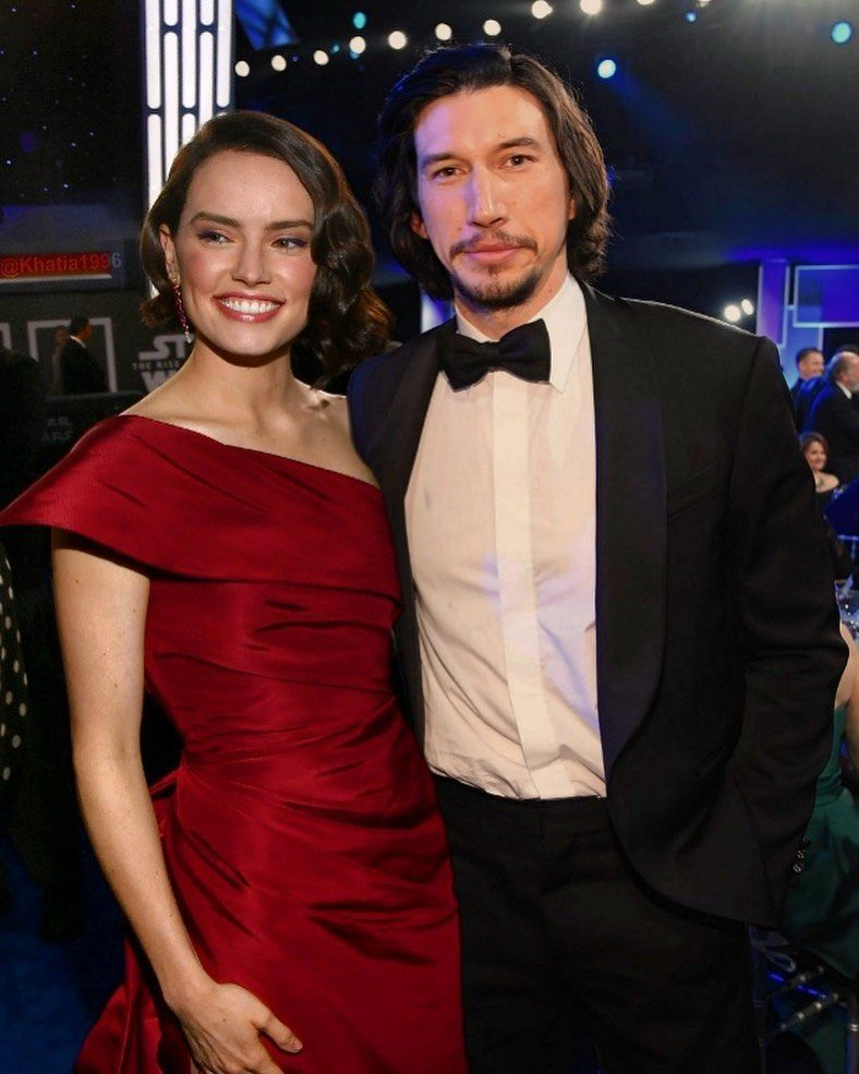 𝑅𝑒𝓎𝓁𝑜 𝒮𝓉𝒶𝓇 𝒞𝓇𝑜𝓈𝓈𝑒𝒹 𝐿𝑜𝓋𝑒𝓇𝓈 On Instagram 𝗪𝗲 𝗱𝗲𝘀𝗲𝗿𝘃𝗲𝗱 𝗼𝗻𝗲 𝗽𝗶𝗰𝘁𝘂𝗿𝗲 𝗼𝗳 In 2020 Star Wars Cast Star Wars Actors Rey Star Wars
