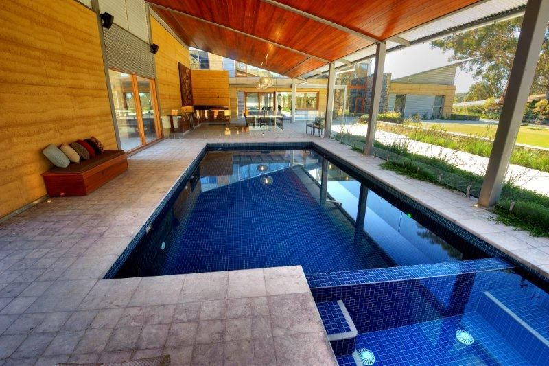 Indoor pools residential residential enclosed indoor for Residential swimming pool designs