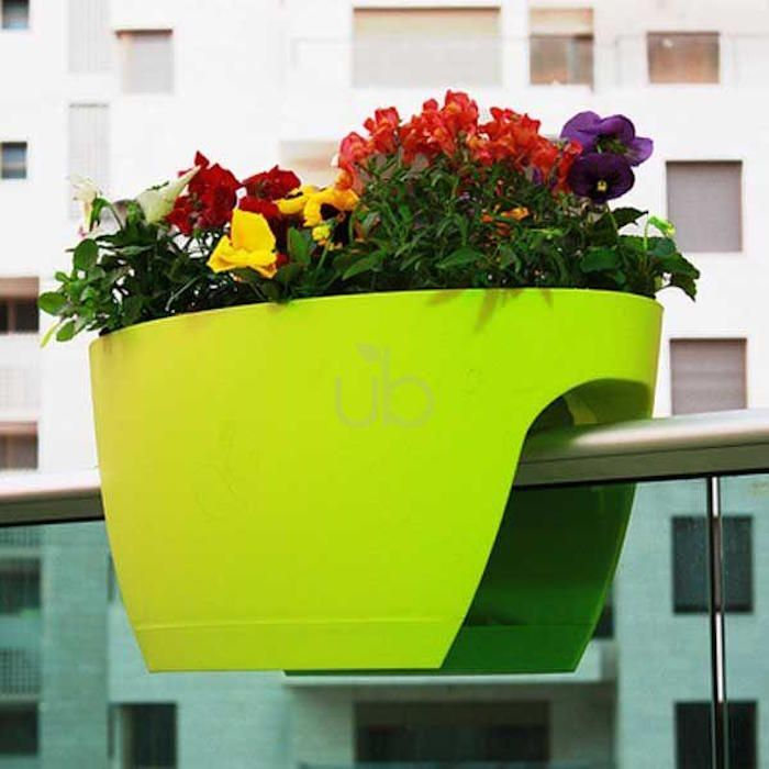 Jardiniere Balcon 50 Photos Pour Choisir La Jardiniere Ideale Archzine Fr Jardiniere Balcon Bac A Fleurs Planter Des Fleurs