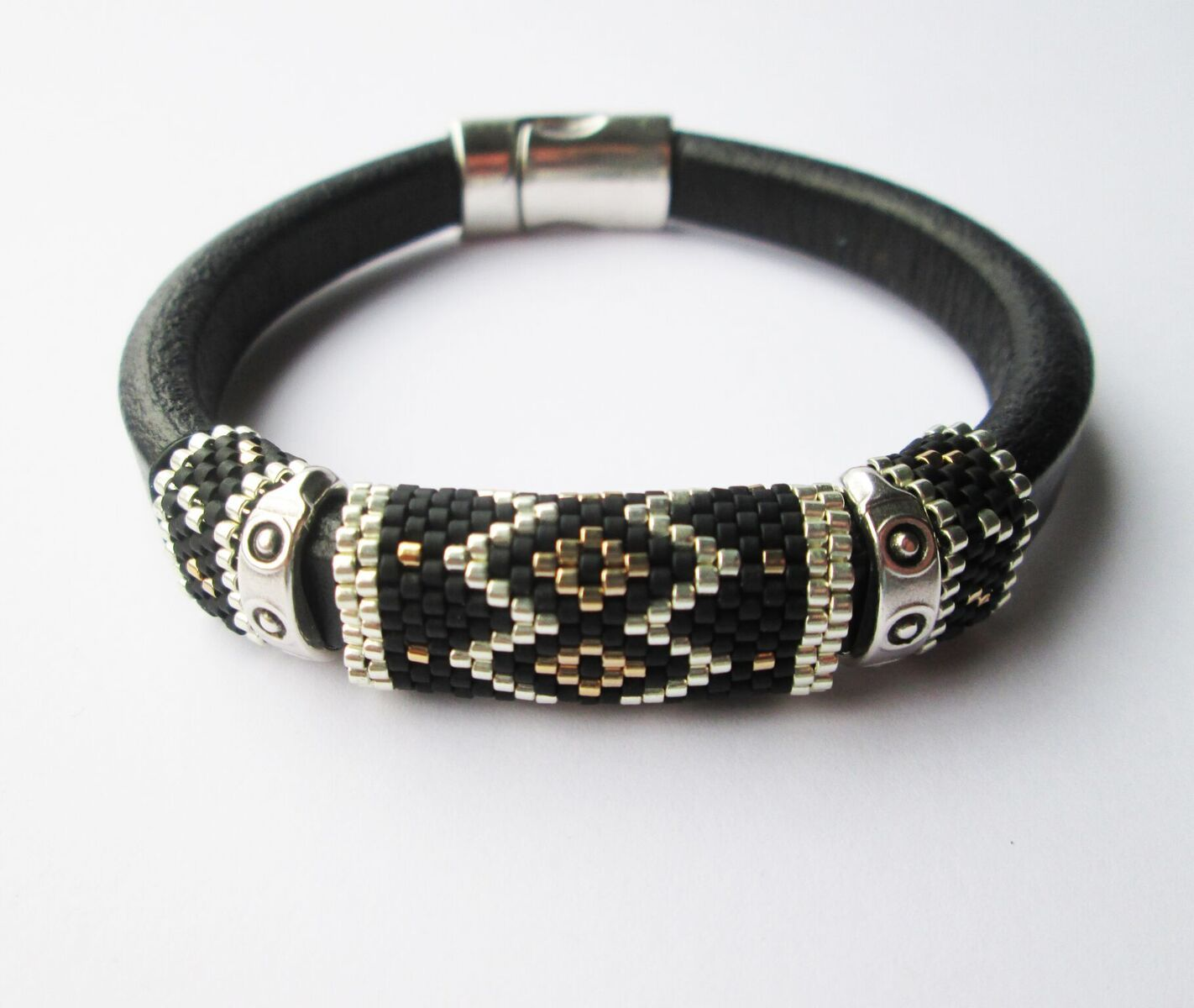 Bracelet Regaliz & Delicas in Black/Silver/Gold Made by Marian Reiniers