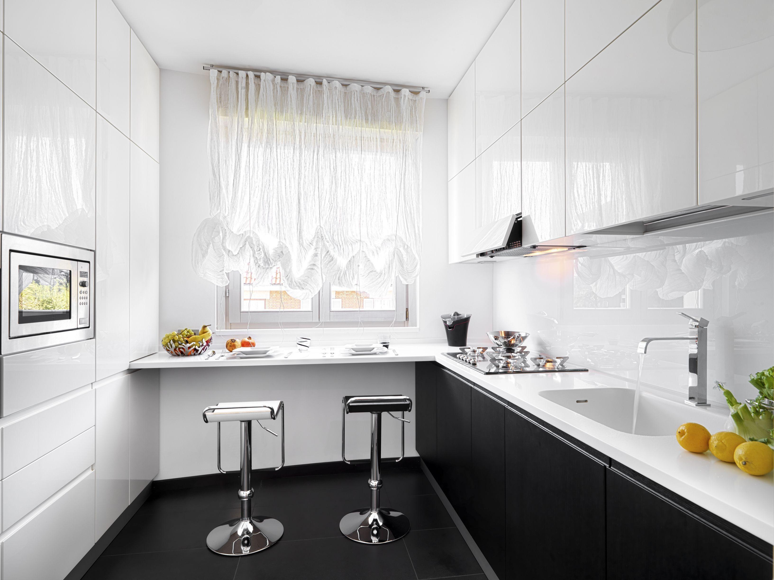 Jak Urzadzic Waska Kuchnie Aranzacje Ciemnego I Jasnego Wnetrza Kitchen Remodel Diy Kitchen Remodel Budget Kitchen Remodel