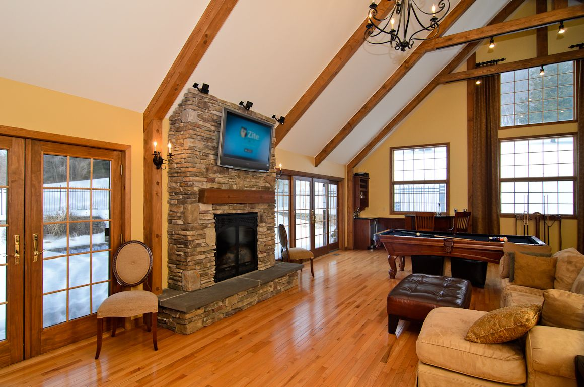 Looking for a country home for sale near warwick ny for Living room vaulted ceiling