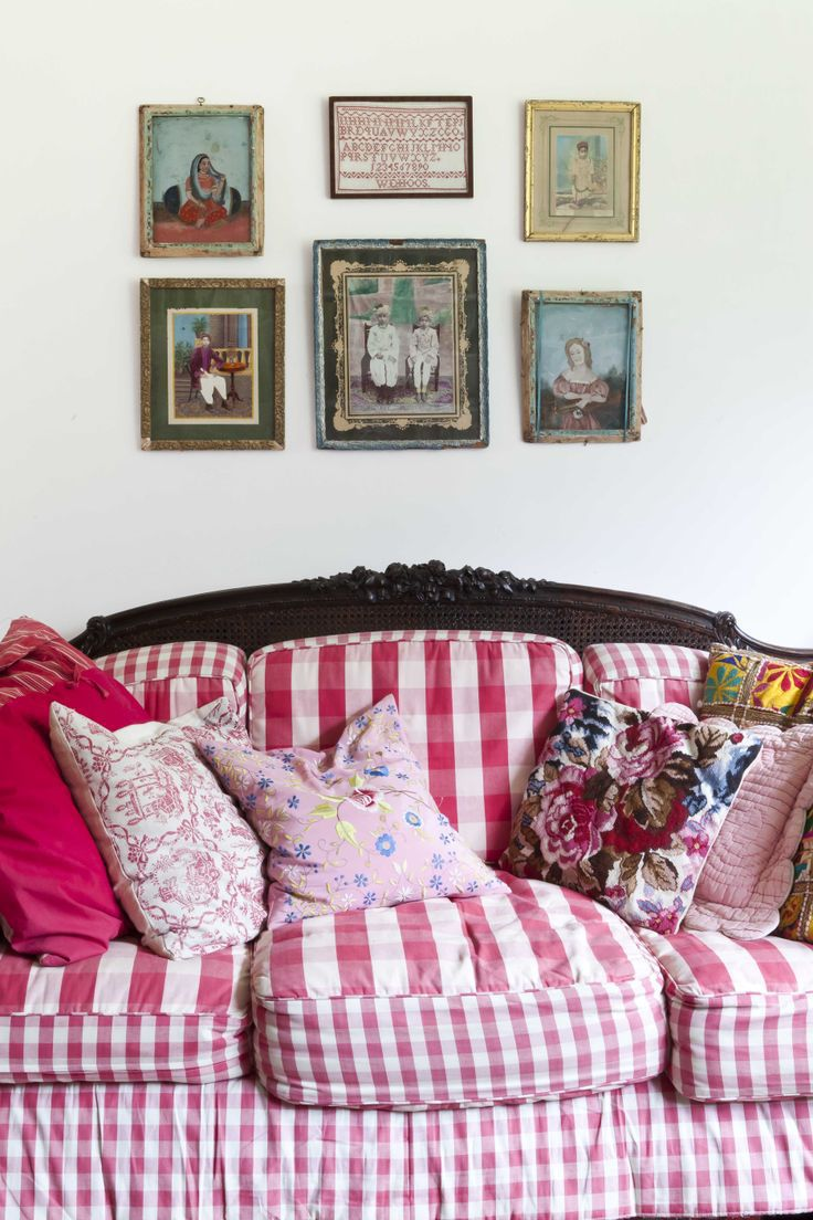 Mod Mix Monday...gingham sofa...Love it! | Gingham in 2019 | Red ...