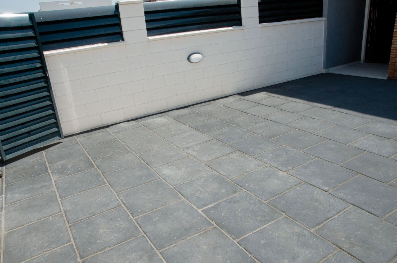 Baldosas nerja y escorial baldosa pavimento y caravista for Baldosa hormigon exterior