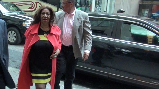 Aretha Franklin Speaks Out After Getting No Respect From Server
