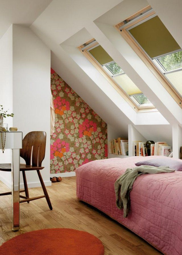 Schlafzimmergestaltung mit Dachschräge-ideen für floral gemusterte ...