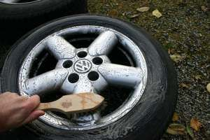 Mit diesen Tipps bekommen Sie die Felgen Ihres Autos wirklich sauber.