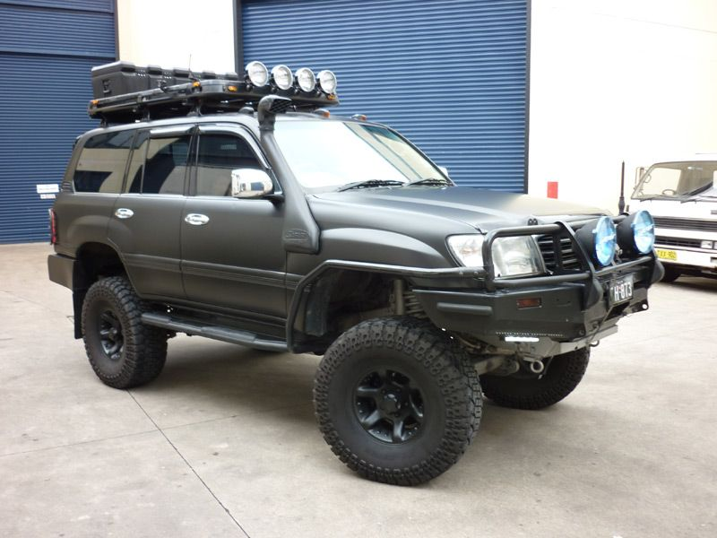 I M Thinking My Fj80 Will Be Going Matte Black After Seeing This One Toyota Land Cruiser 100 Land Cruiser Toyota Land Cruiser Prado