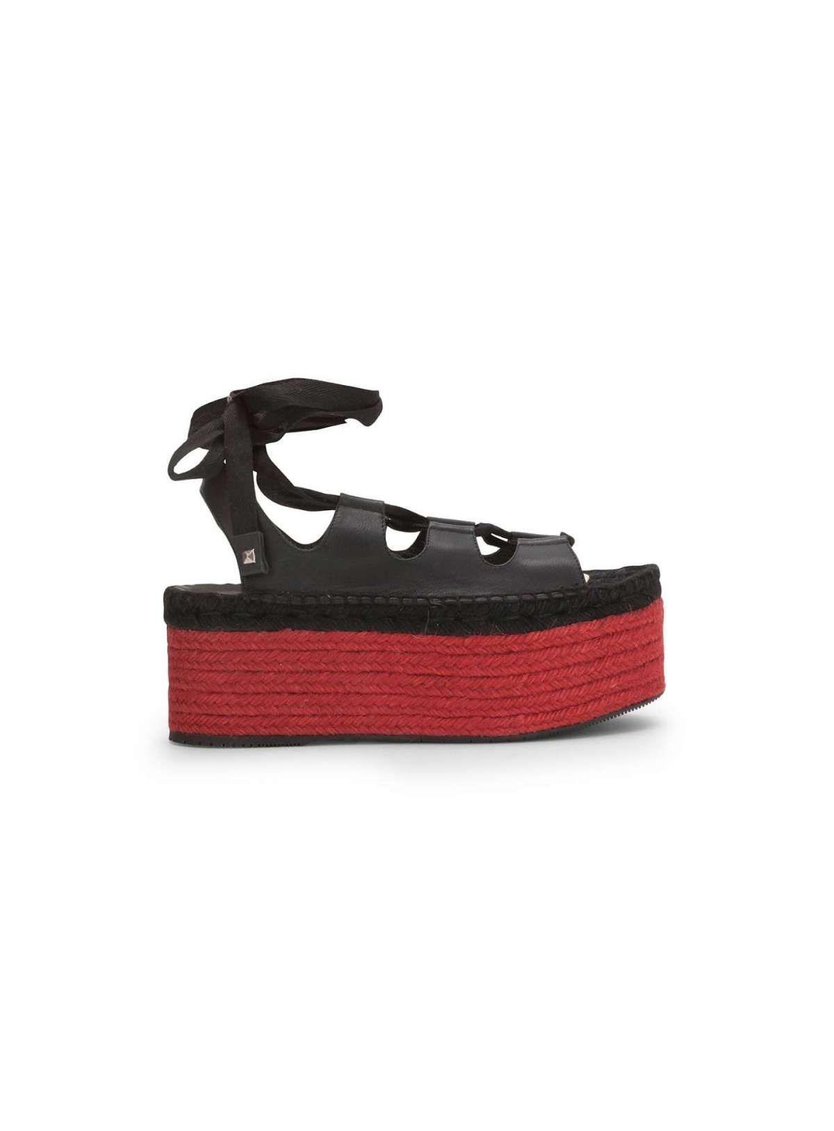 SANDALI CON SUOLA ROSSA Dalla collezione primavera estate 2017 di scarpe  Paloma Barcelò 7c226dbec49