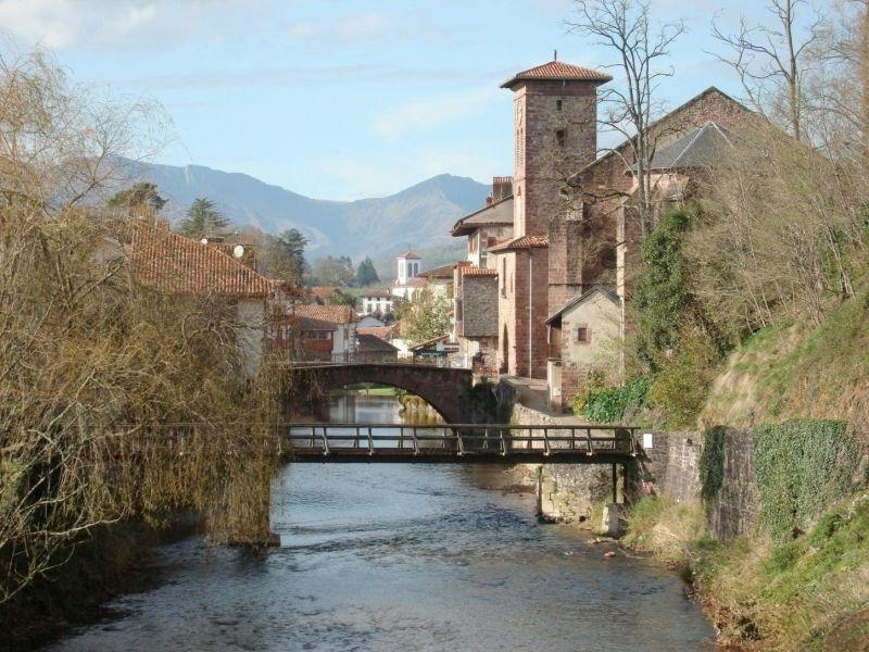 Pays basque saint jean pied de port rejoint les plus for Construction piscine saint jean pied de port