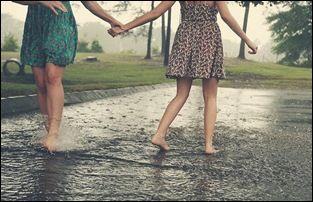 Quem caminha sozinho pode até chegar mas rápido, mas aquele que vai acompanhado dos amigos, com certeza vai mais longe. http://acimadetudoame.blogspot.com.br/2014/05/amigas.html