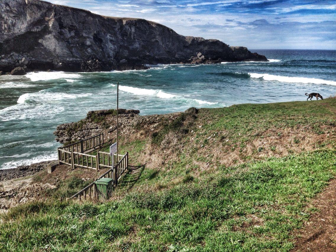 Playa de Antuerta. Bareyo, Cantabria. Fotografía realizada por Social Izan, empresa de Marketing Online y Posicionamiento web, especialistas en presencia en internet. Socializan.es