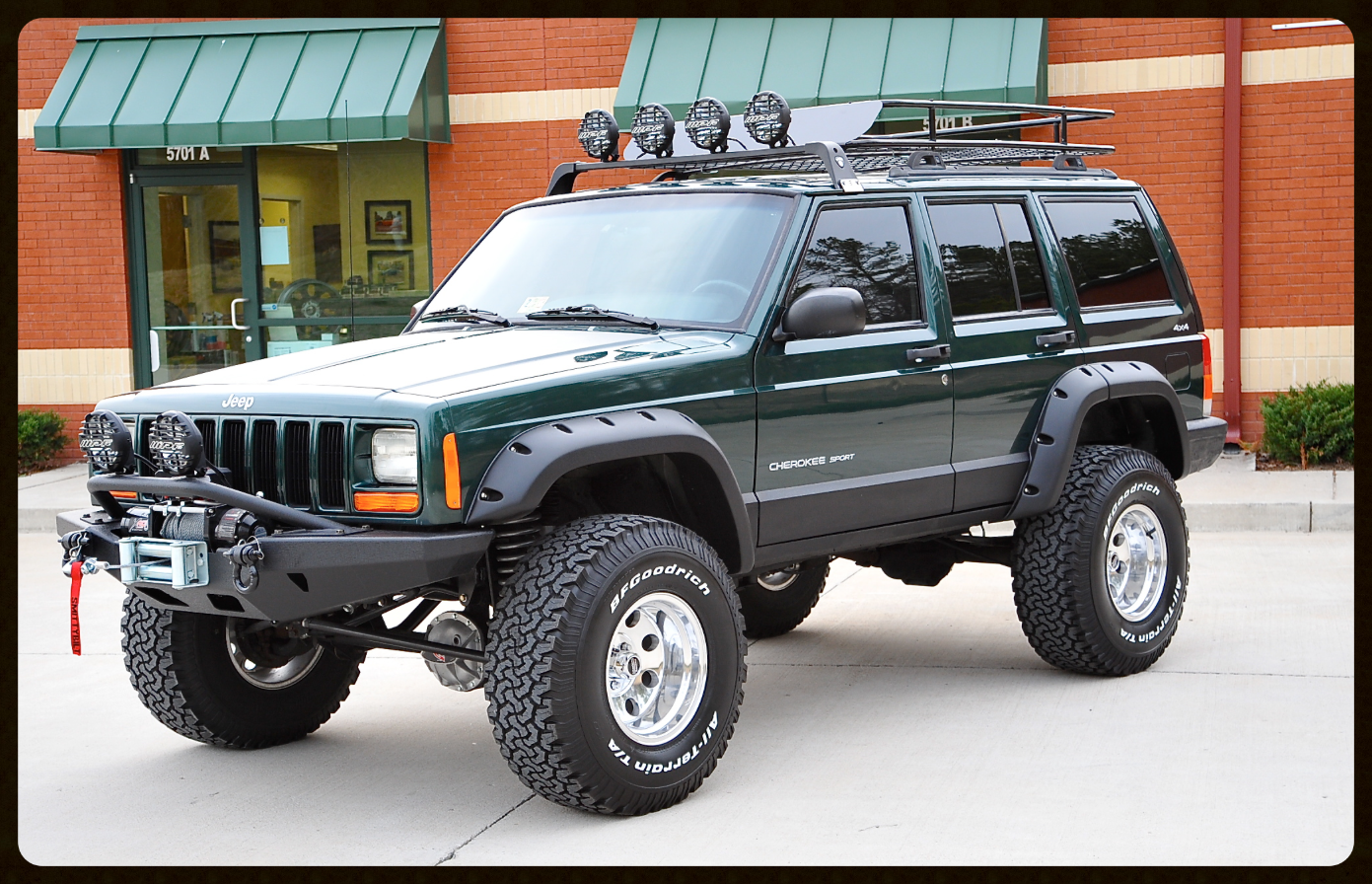 We Wanted To Create A Modern Day Classic With This Build A True Throw Back To A 80s 90s Offroad Jeep Click For Pho Lifted Jeep Cherokee Jeep Xj Jeep Cherokee