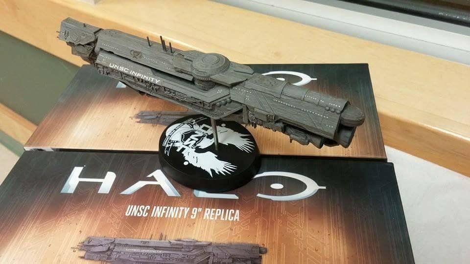 Dark Horse Deluxe Halo UNSC Infinity 9 Inch Replica CR