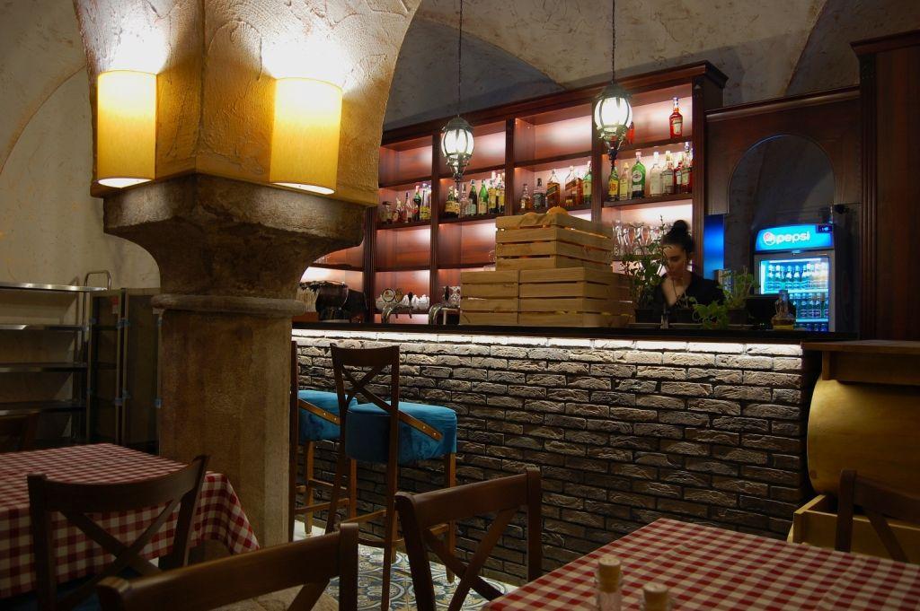 Piwnica Winiarnia Elegancka Restauracja I Wykwintna Kuchnia O Sole Mio To Kwintesencja Wloskiego Stylu I Smaku Projekt Wnet Design Restaurant Interior