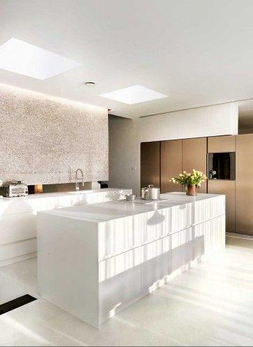 Hinter der Küche bleibt ein Lichtschlitz zum Wohnraum | Destilat ...